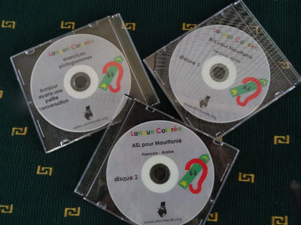Lange Coloree lespakket voor doven in Afrika - DVD met 1000 gebaren
