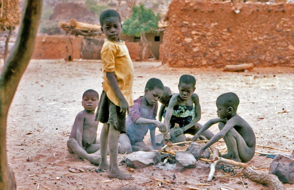 Kinderen met muis - Marchinus Hofkamp